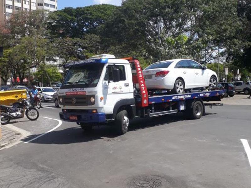 Cidadãos denunciam  reboques de veículos