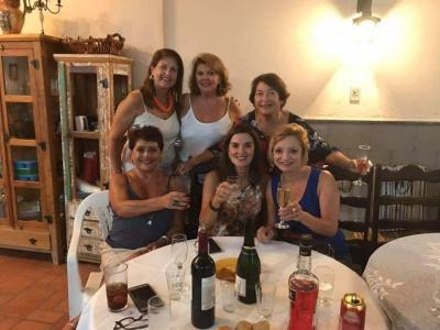 Regina Chaves, Regina Saldanha, a aniversariante Sueli Nogueira,  a jornalista Beatriz Chaves, Lesliê e Valéria cabeleireira. Poderosas!