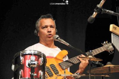 O excelente músico itaunense Ralfe de Souza, abre o show neste domingo