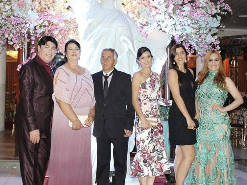 Noite de Premiação no Portal com Eneida do Boulevard e familia