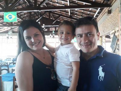 O super casal Paula Gontijo e Emerson Barbosa e o filho, Henrique, ela gerente geral do Banco Itaú
