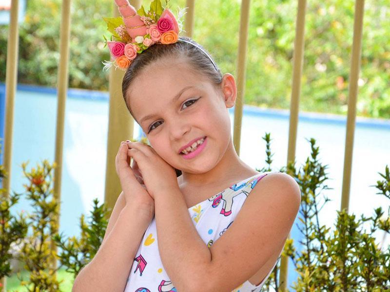 Todo charme de Marina Lima  Camargos, que completou 7 aninhos  no dia 7. Orgulho dos papais,  Magna Lima e Alam Camargos