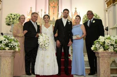 O casamento de Danielle Gonçalves Oliveira Prado e Lucas Vieira, que aconteceu no último dia 13 com os pais Denise  Prado e Júlio César do Prado; Osvaldo e Terezinha Vieira