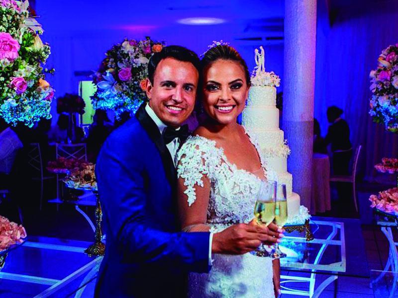 O casal Juliano e Adriele, que se casou no dia 12 de janeiro  numa bonita e elegante cerimônia na Matriz de Sant'Ana.  O casal curtiu a lua de mel em um cruzeiro