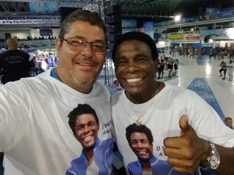 Nosso grande amigo Tonho da Lua, na quadra da Beija-Flor  junto com o cantor da escola de samba, Neguinho da Beija-Flor (Vide nota)