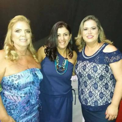 O empoderamento feminino Itaunense representado pelas minhas amigas Glaúcia Santiago, Otacília Barbosa e Márcia Cristina. Amo de paixão!