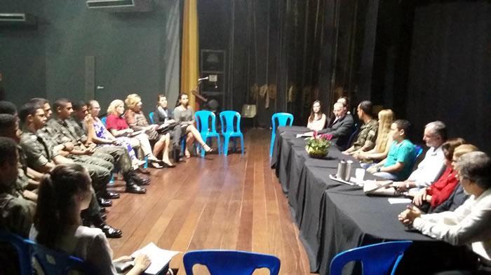 Fotografia publicada pela AILE registrando o encerramento da Semana Literária e registrando todas as presenças