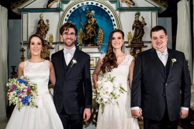 O duplo sim das irmãs Fernanda e Renata na elegante celebração  do enlace matrimonial com Renato Penido e João Ricado, respectivamente,  em Jaboticatubas. Podemos dizer que