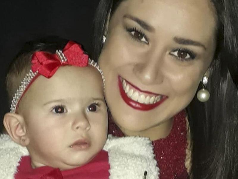Minha amiga, a bióloga Ana Carolina Guimarães e sua linda filha, Iara,  que completa 1 aninho com festa no Espaço Chuá