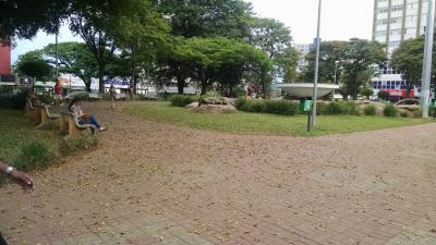 Praça da Matriz muito suja