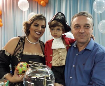 O garotão Oliver que completou 3 anos de vida.  Na foto Oliver com os pais Luiz Maurício e Cyntia