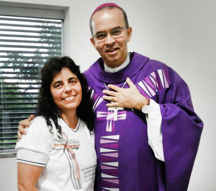 Nossa querida amiga Lúcia Campos com o Bispo Dom José Carlos