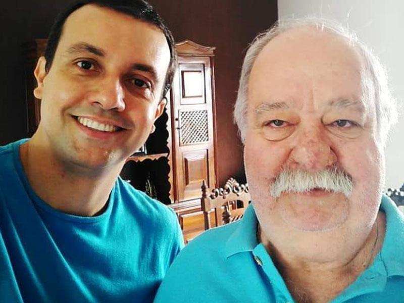 O conhecido Joaquim do bar, gente finíssima, que completou 66 anos,  na foto, ao lado do pelo filho Lucas. Parabéns!