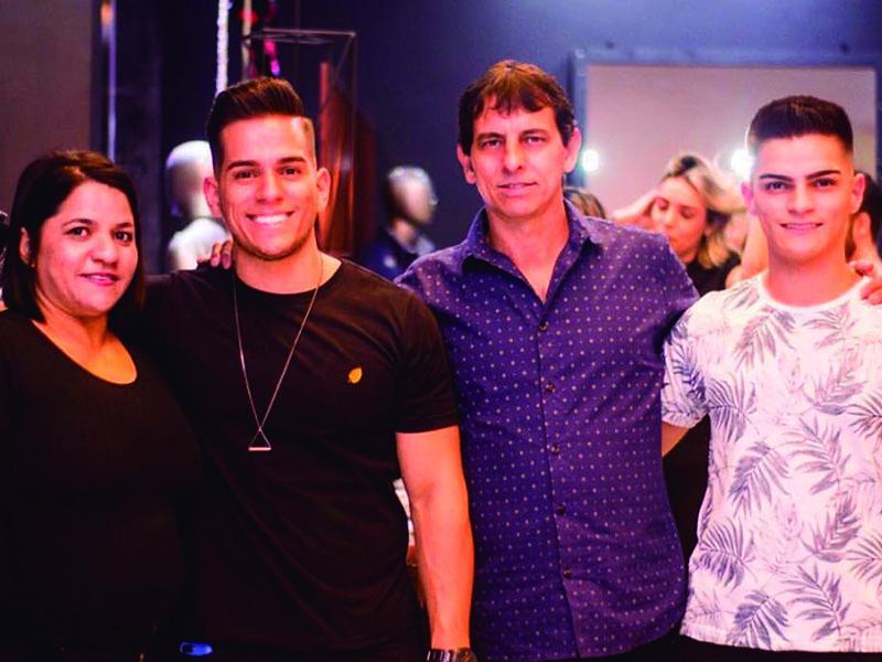 Família linda!!! Meus amigos: Maicon Charles, Matheus Assis,  Carla Emília e Juarez Moraes. Pessoas finíssimas!