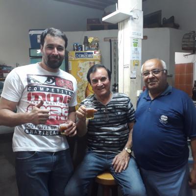 Os amigos Mateus, com o pai Murango e o amigo Sílvio Diniz