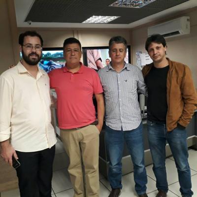 O vereador Alexandre Campos esteve na Rádio Itatiaia, em dezembro,  visitando o programa do radialista Carlos Viana. Também estiveram na  visita Lucas Coelho, prefeito de Caeté e