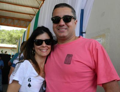 O nosso super amigo Fabrício Oliveira, aniversariante da semana,  com a noiva Carolina Monteiro. Mil felicidades ao casal!