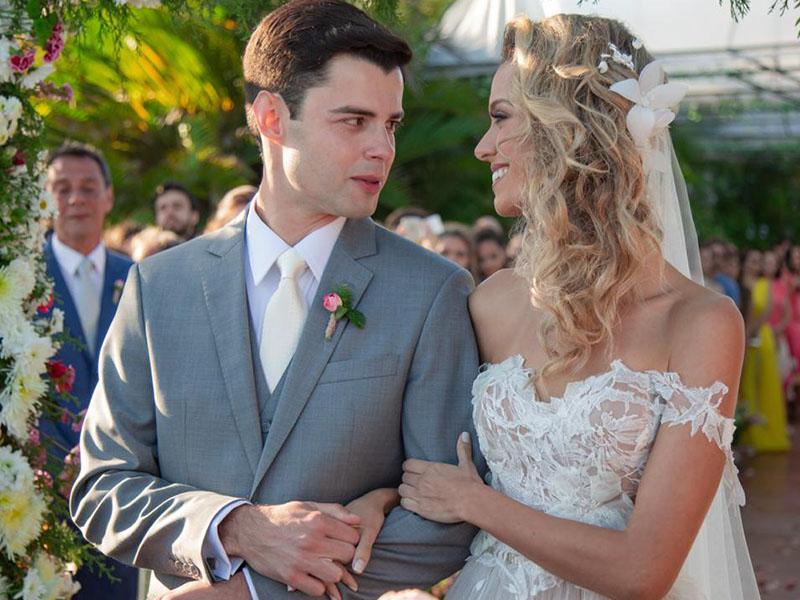 O duplo sim de Vinícius e Ana Cláudia em Búzios. O casamento do ano! (Vide Nota)