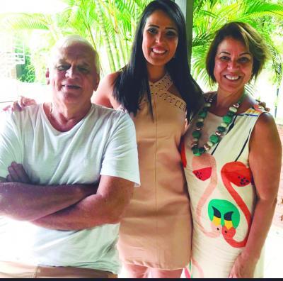 O super amigo Toninho, da Purina, a aniversariante do mês,  Karla Celestino, e Luzia Celestino