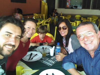 Os amigos Hakuna, Gina, Téo, Rosilane e Manel da Zinha