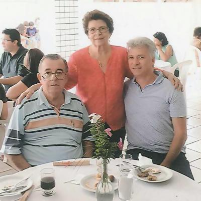 Este colunista, Neide Mendes Batista  e Tharsis Paranhos Assis em recente festa