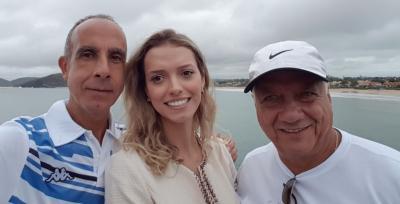 PJ, Paulo Santiago e a estonteante Ana Cláudia na belíssima cidade de Búzios