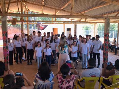 A apresentação do Una Voz mesclou o coral adulto e o infantil.