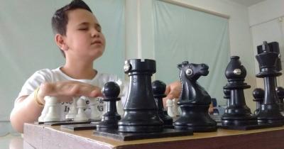 Vitor Eduardo,  que é de Itatiaiuçu,  é o Campeão Brasileiro de Xadrez, Sub-10