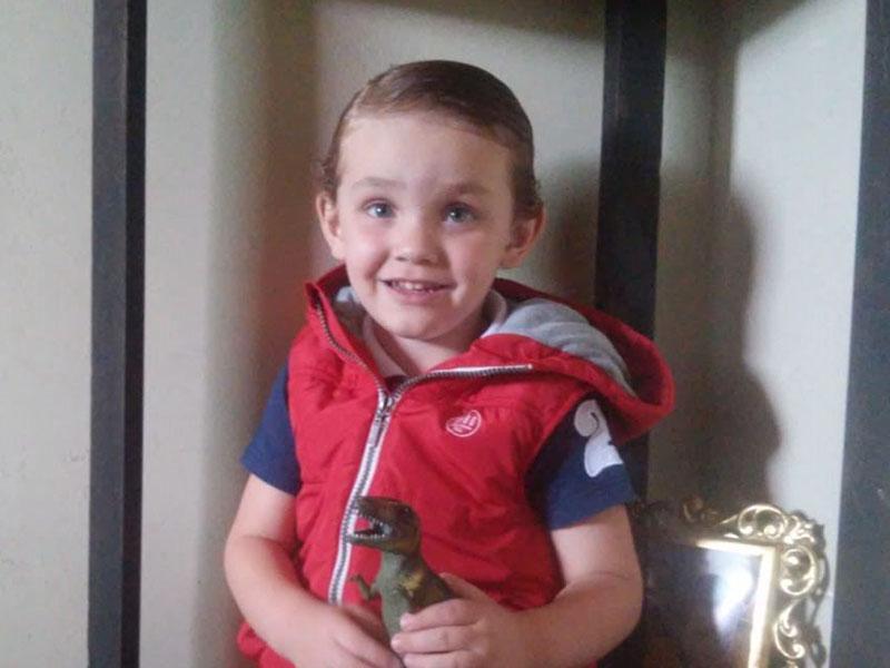 O garotão Mateus Lima Camargos, que fez 3 aninhos no dia 21.  Ele é filho do casal gente fina Magna Lima e Alam Camargos