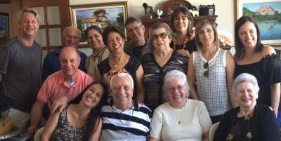Nosso amigo e super querido na cidade Evandro Coutinho comemorando seus  85 anos de vida, ao lado dos familiares. Parabéns e mil anos de vida!
